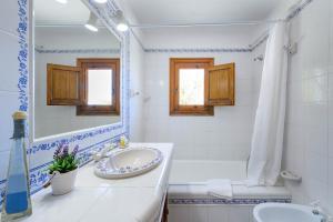 A bathroom at Villa Romero II