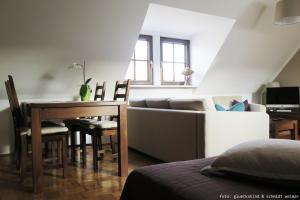 """A seating area at Ferienwohnung """"Oha"""""""