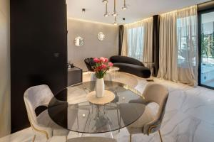 A seating area at Hotel Posh