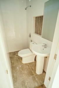 A bathroom at Quest Villa