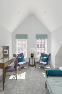 A seating area at Destiny Scotland - Royal Mile Residence