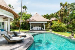 The swimming pool at or near Villa Bliss