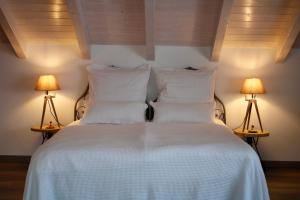 A bed or beds in a room at Acqua Dolce