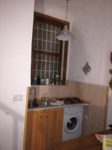 A kitchen or kitchenette at La Maddalena
