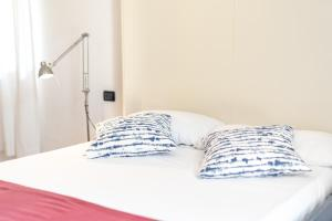 A bed or beds in a room at Gioia 37 Apartments