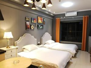 A bed or beds in a room at Xi Er Man Apartment Pazhou Exhibition