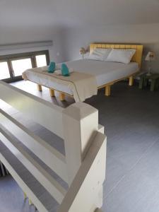 Een bed of bedden in een kamer bij Thea Houses