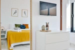 A bathroom at Phaedrus Living: Seaside Luxury Flat Marina Court 213