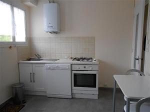 Cuisine ou kitchenette dans l'établissement House Saint gilles croix de vie - entre plage et commerces, proximité rivière