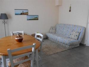Coin salon dans l'établissement House Saint gilles croix de vie - entre plage et commerces, proximité rivière