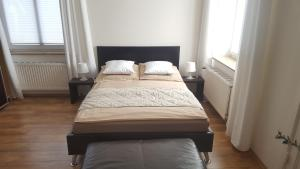 A bed or beds in a room at Das Nest Boardinghouse Hamburg Niendorf