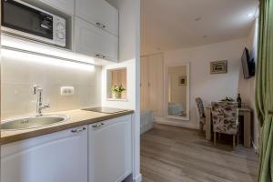 A cozinha ou cozinha compacta de Split Center Apartments