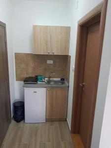 Kuchyň nebo kuchyňský kout v ubytování Apartmani Srećko