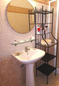 A bathroom at Katerina's Garden House