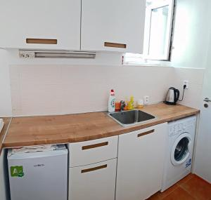 A kitchen or kitchenette at Hidden Gem close to hockey stadium with terrace