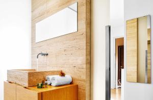 A bathroom at Exclusive Cozy Apartment in Brera
