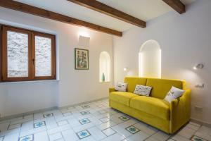 A seating area at Sapore di Sale