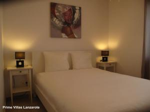 A bed or beds in a room at Prime Villas Lanzarote