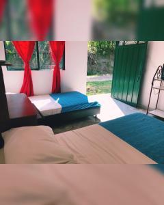 A bed or beds in a room at HABITACIÓN INDEPENDIENTE CAMINO REAL-