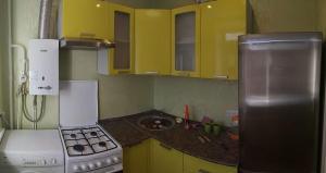 Cuina o zona de cuina de Апартаменты на Юбилейной