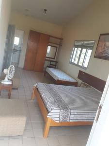 Uma área de estar em Casa com piscina em Itamaracá