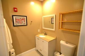 A bathroom at 1123 Northwest Apartment #1052 Apts