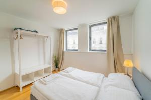 A bed or beds in a room at Margareten Apartments