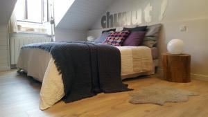 Un ou plusieurs lits dans un hébergement de l'établissement Chuuut ! Appartement centre historique