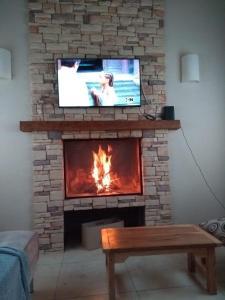 Una televisión o centro de entretenimiento en Casa en Llao Llao