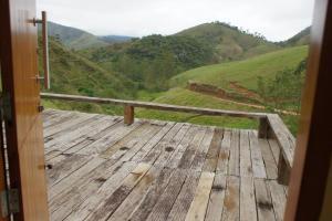 Uma vista da montanha tirada da casa de temporada