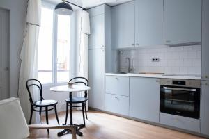 A kitchen or kitchenette at Dreamyflat - Montmartre ll