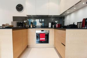 A kitchen or kitchenette at Camstay Riverside