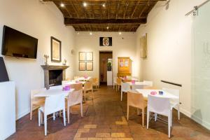 A restaurant or other place to eat at Palazzo Dalla Rosa Prati