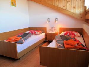 Ein Bett oder Betten in einem Zimmer der Unterkunft Rosenheim