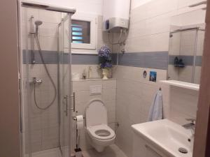 A bathroom at Apartments Duras