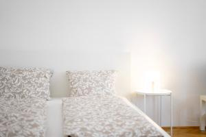 A bed or beds in a room at Vienna Living Apartments - Friedmanngasse