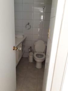 Un baño de Encomenderos Apart Hotel