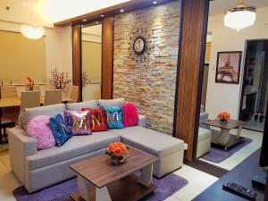 A seating area at M's Condo at Arista Place