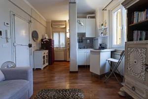 A kitchen or kitchenette at Appartamento con Vista in XXV Aprile