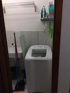 A bathroom at Próximo à PUC/UFRGS, Internet e Ar-Condicionado