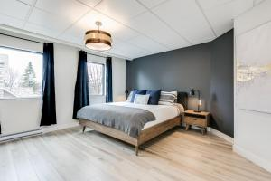 A bed or beds in a room at Le Masson – Complexe La Voûte by KASANIA