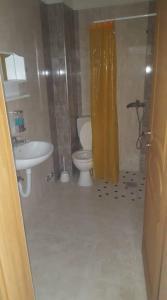 Kupaonica u objektu Apartmani Avdic