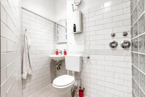 A bathroom at Kurfürstenstraße