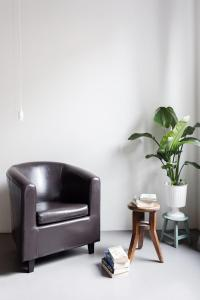A seating area at Charming flat Righi Bologna