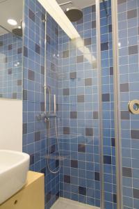 A bathroom at Ceuta 44