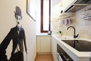 A kitchen or kitchenette at Lovely Isola