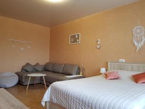 Кровать или кровати в номере Апартаменты Добрый Дом