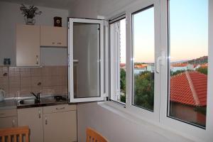 A kitchen or kitchenette at Sandra
