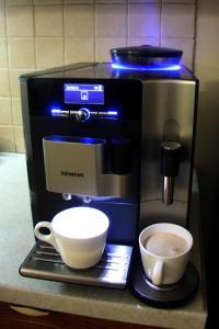 Coffee and tea-making facilities at Вилла Вервольф (Werwolf)