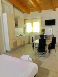 A kitchen or kitchenette at Aparthotel Giuliano